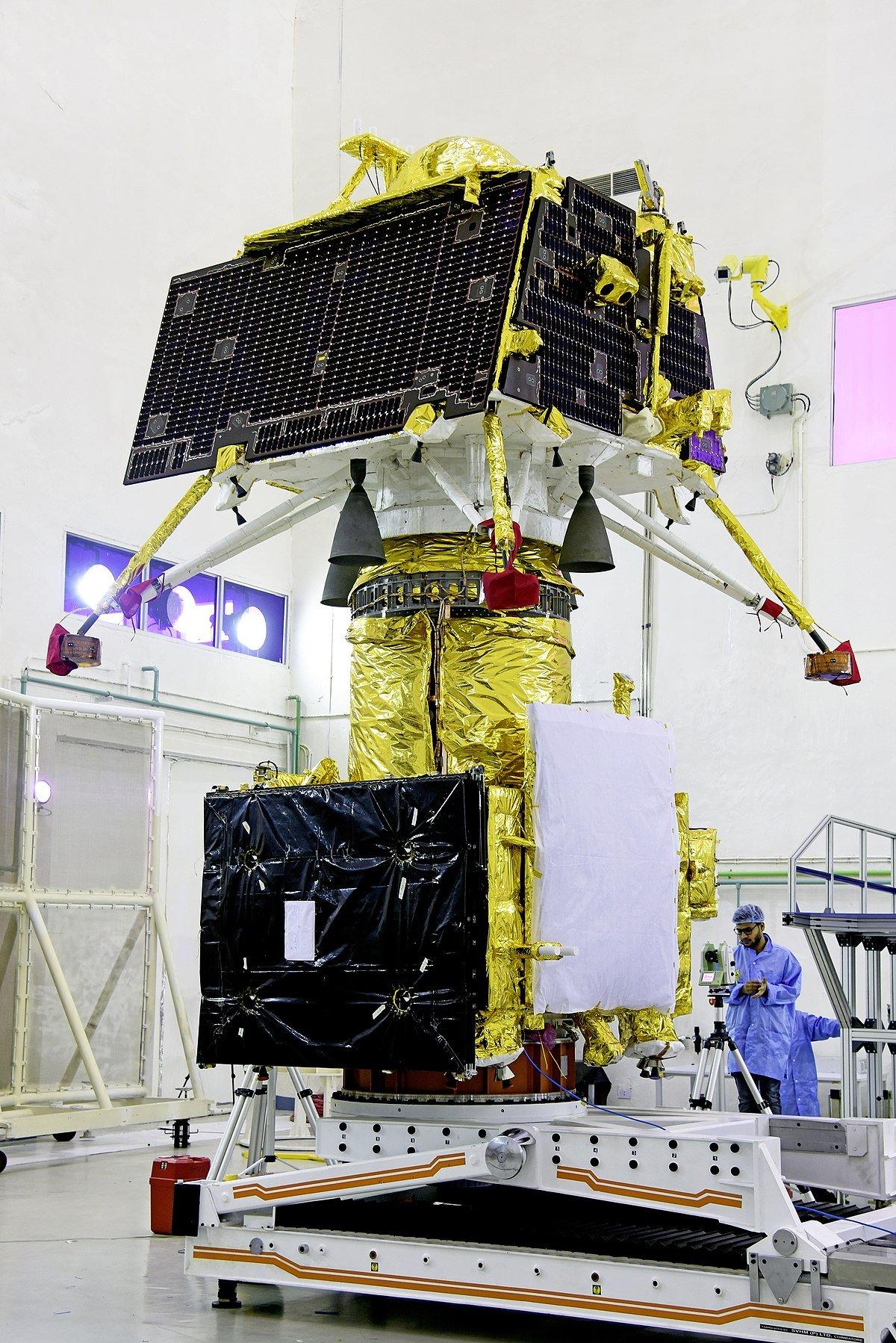 1200px Gslv Mk Iii M1, Chandrayaan 2 Vikram Lander Mounted On Top Of Orbiter